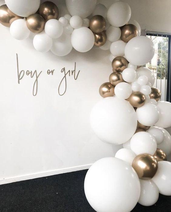 balões dourado e branco