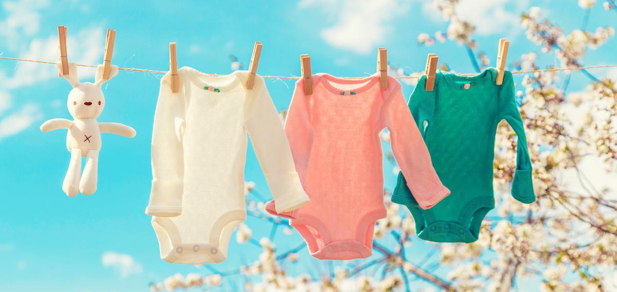 roupas de bebe no varal