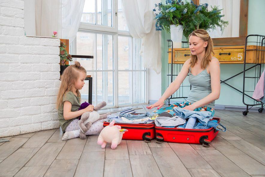 arrumando as malas das crianças